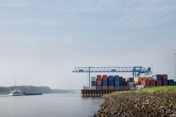 Bedrijvenpark Medel containerterminal aan het Amsterdam-Rijnkanaal